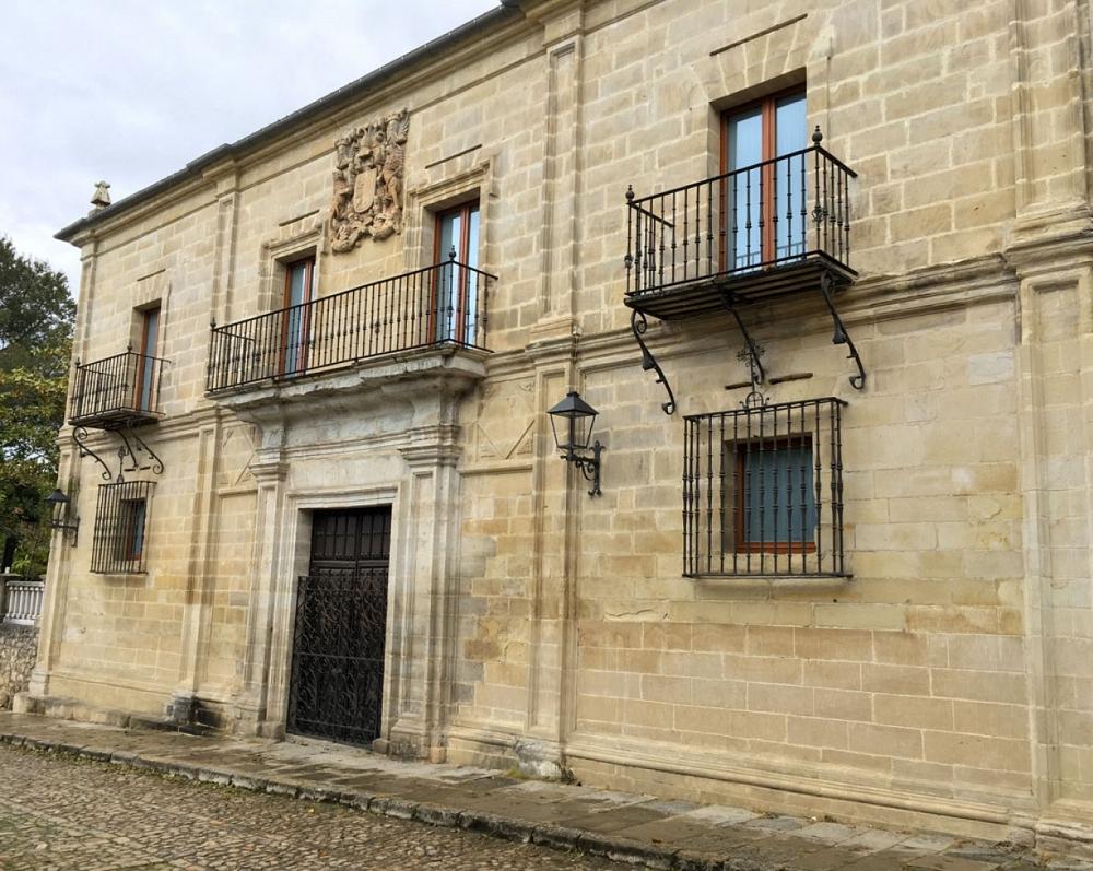 3. Peredo Palace